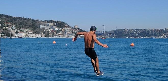 İstanbul'da bazı vatandaşlar denize girdi