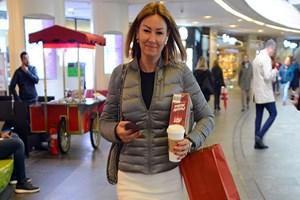 Pınar Altuğ'un eli kolu dolu