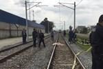 Trenin önüne atlayarak intihar etti!