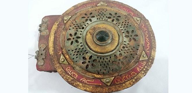 Diyarbakır'da asırlık dini motifli kitap ele geçirildi