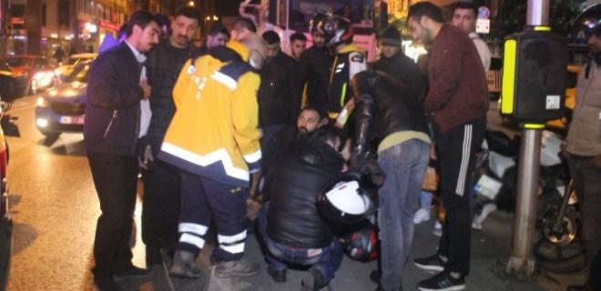Harbiye'de motosiklet ile ticari otomobil çarpıştı