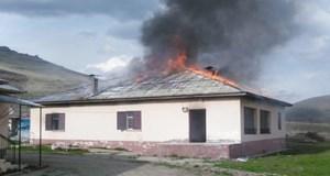 Eşiyle tartışıp annesinin evini yaktı!