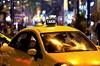 Eskişehir'de bindiği taksinin parasını vermeyen şahıs, taksiciden 80 lira alıp kayıplara karıştı.