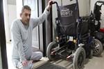 Vicdansız hırsızlar engelli aracındaki aküyü çaldılar