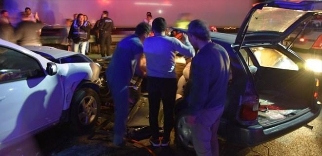 Akhisar'da feci kaza: 1 ölü 5 yaralı