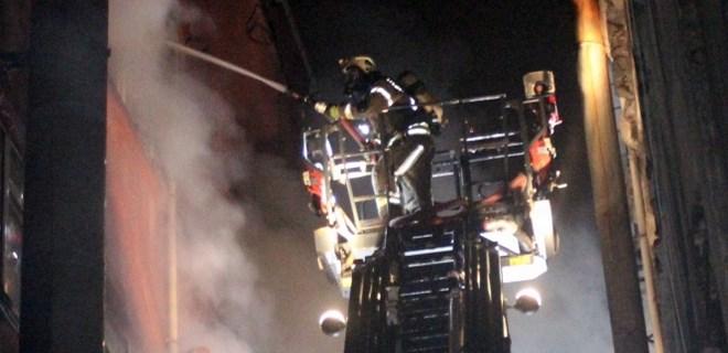 Bayrampaşa'da kağıt deposunda korkutan yangın