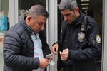 Kabarık cüzdanı polise teslim etti
