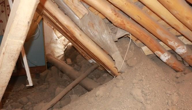 Evin tavanı çöktü: 5 kişi canını zor kurtardı