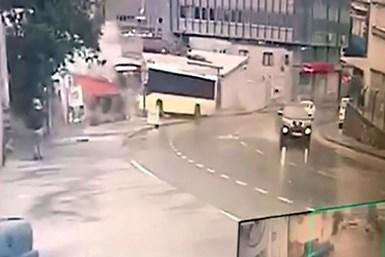 Pendik'de İETT otobüsünün feci kazası kamerada