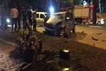 Feci kazada sürücü ön camdan fırladı