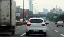 İstanbul trafiğinde 'baltalı' dehşet!