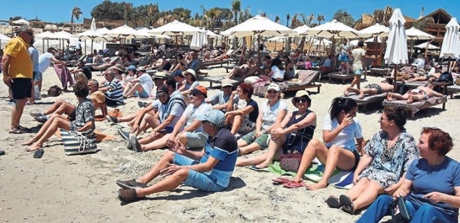 Plaj eşkıyasına halk protestosu!