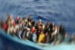 Midilli açıklarında göçmen teknesi battı