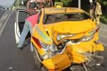 Edirnekapı E-5'te taksi ile minibüs çarpıştı