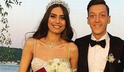 Mesut Özil ile Amine Gülşe'nin balayından ilk kare