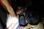 Silahlı saldırgan, tornavidayla polislere saldırdı
